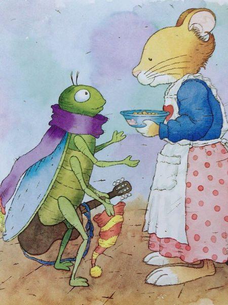 mẹ Tip đưa bát súp cho cô Ve